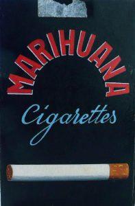 Requisite zur Anti-Drogen-Burleske 'Zurück aus Marrakesch' (ab 2. Szene, 1. Akt) . . . auch mit Filter!